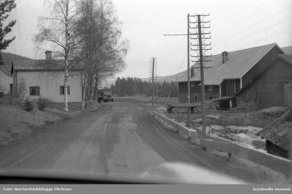 Trafikbilder utmed vägen mellan Hammarstrand och Sundsvall.
