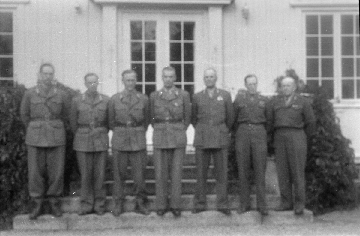 Generalgården, Elverum. Gruppebilde, militære.