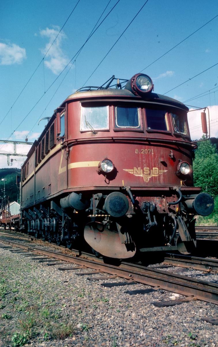NSB elektrisk lokomotiv El 8 2071 på Tinnoset.