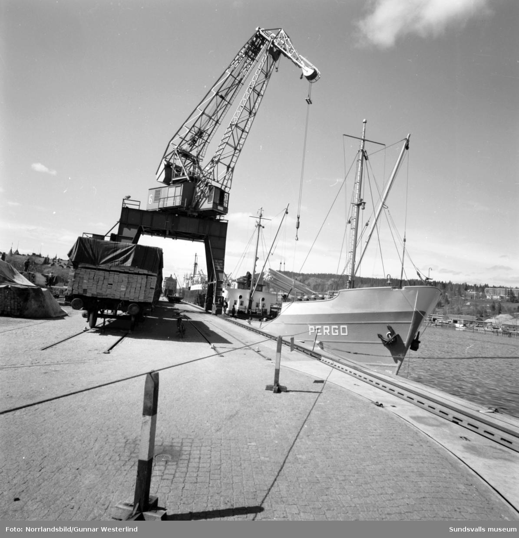 Båtar i Sundsvalls hamn. Maria, Nordstjernan, Pergo.
