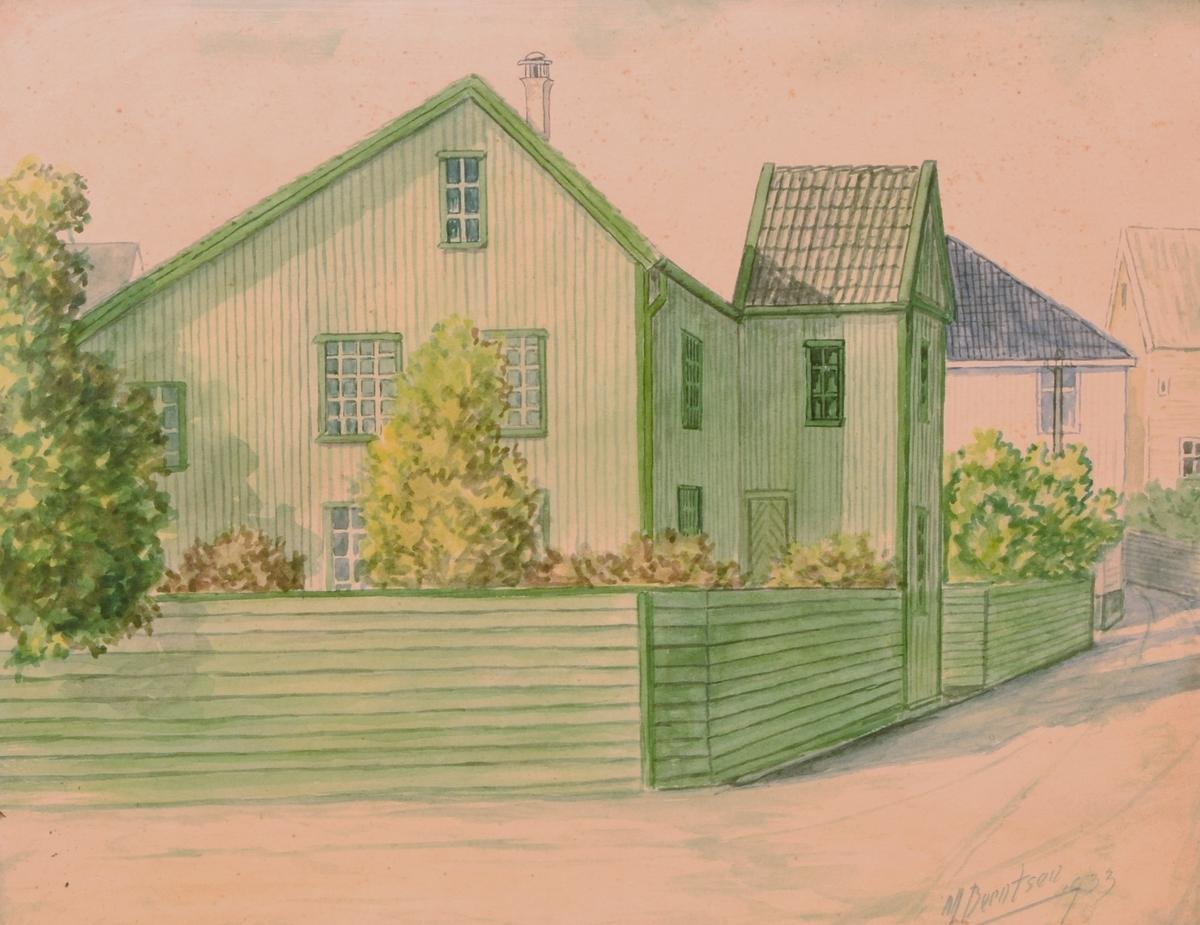 Maleriet viser en bygate. Sentralt i bildet står et treetasjes grønnmalt hus med hage.