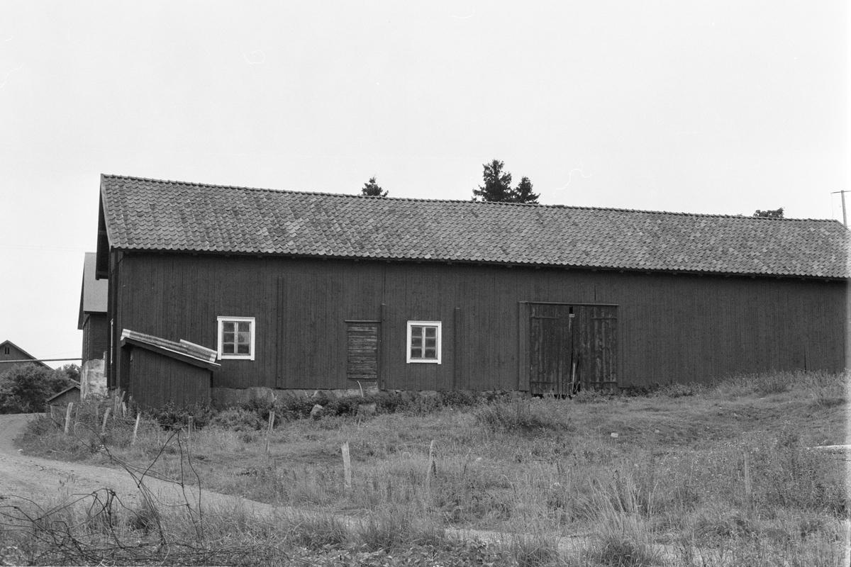 Ladugård och loge, Östersta 1:2, Rasbo socken, Uppland 1982