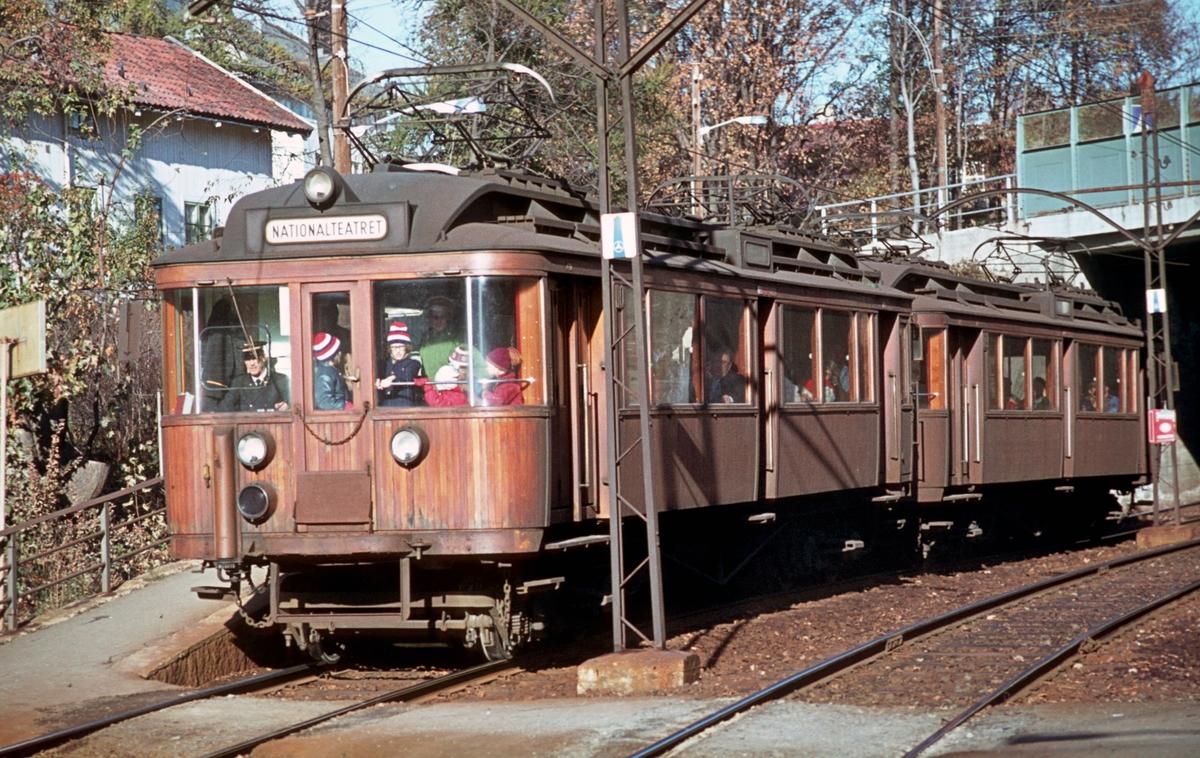 A/S Holmenkolbanen. Sognsvannsbanen. Frøen. Vogn 110 og 109 type 1928. (Strømmens verksted / Westinghouse / HKB verksted)