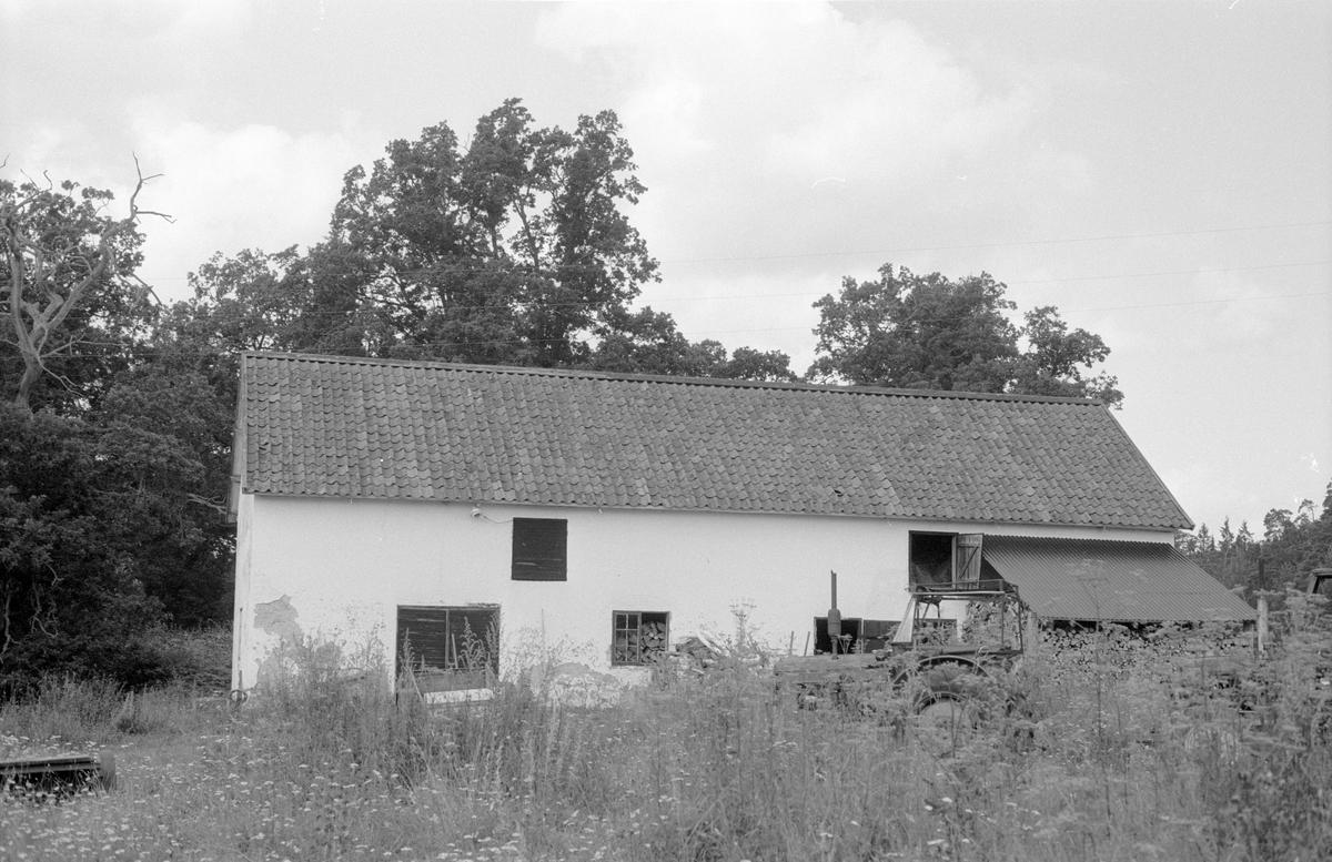 Uthus/ladugård, Vällnora bruk, Knutby-Åsby 1:19, Vällnora, Knutby socken, Uppland 1987