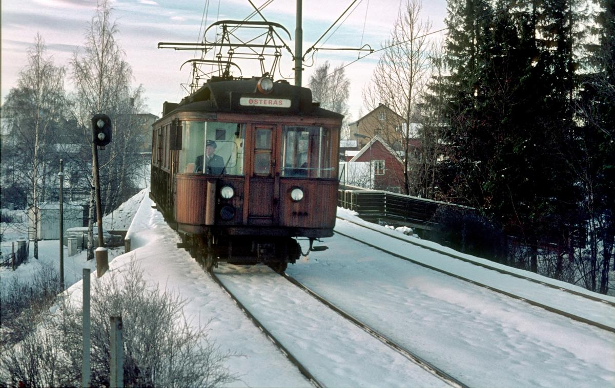 A/S Holmenkolbanen. Oslo Sporveier. Røabanen. Vogn 103, type 1916 (Skabo, Westinghouse, HKB verksted). Opprinnelig tilhengervogn, ombygget i 1918 til motorvogn.