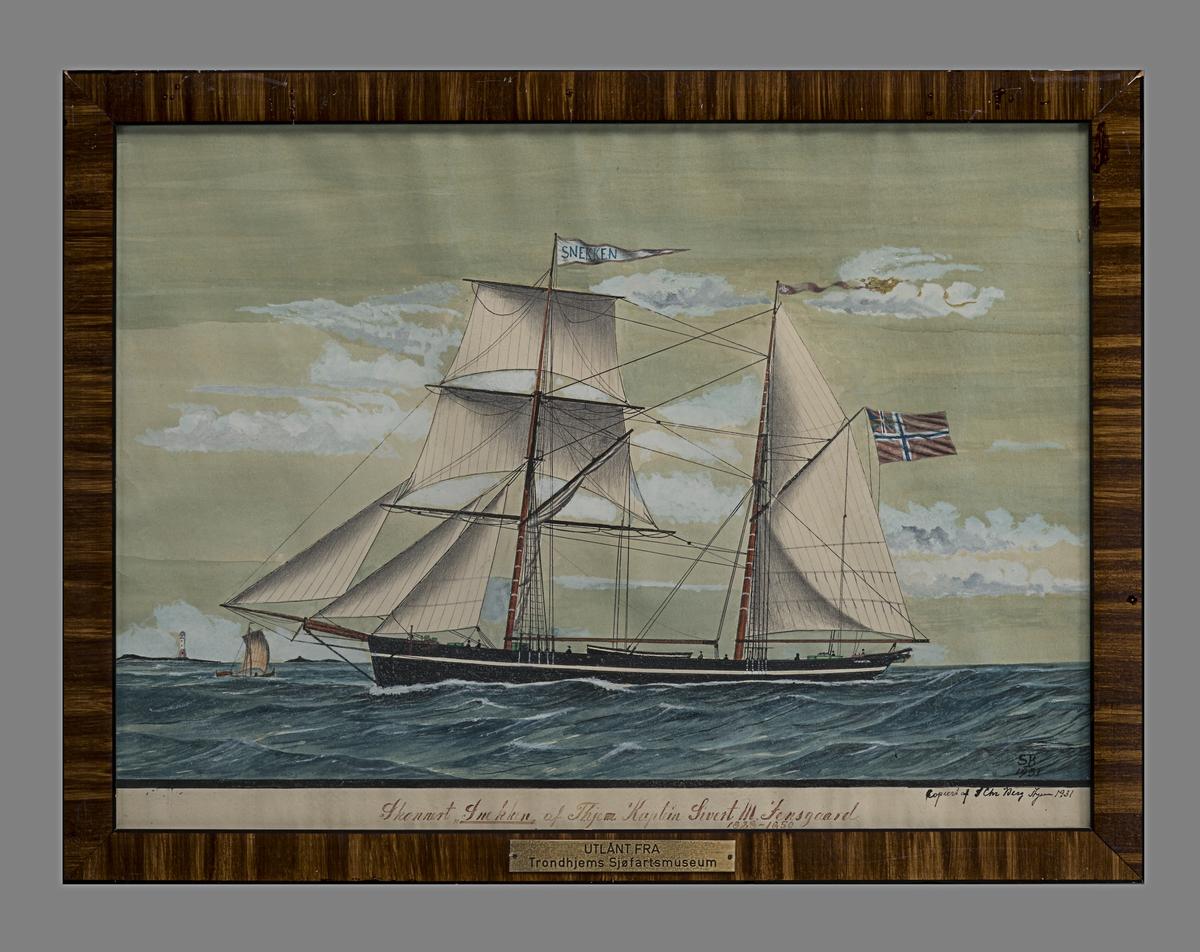 """Skonnerten """"Snekken"""" på sjøen med fulle seil."""