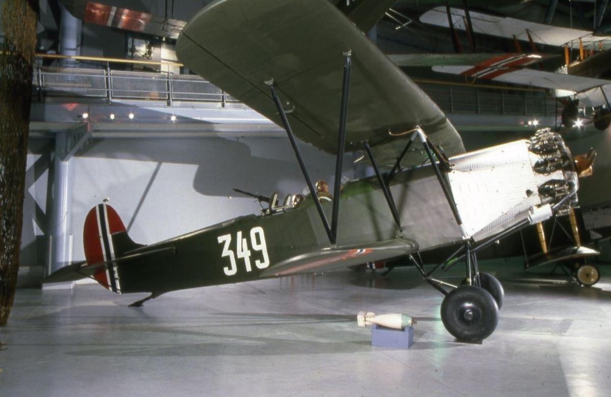 Ett fly tatt innendørs: Fokker CV.D., nederlandsk, to seter jagerfly.