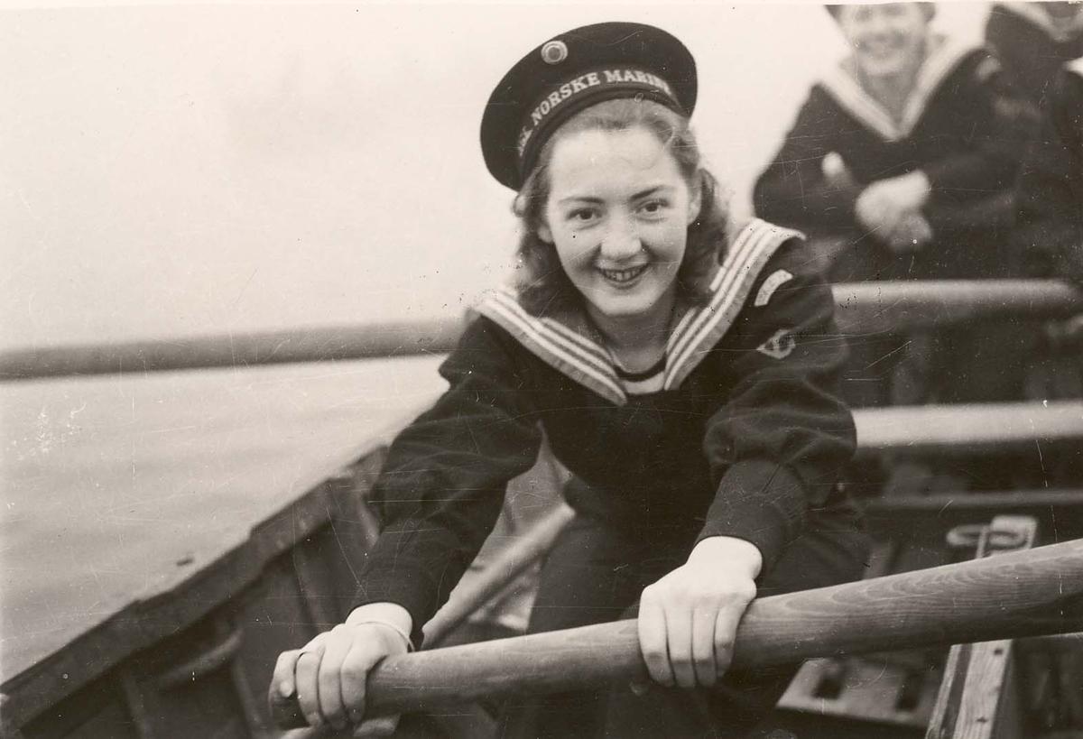 Motiv: Marinens Kvinnekorps 1942-1945.Liverpool 1943. Roøvelse