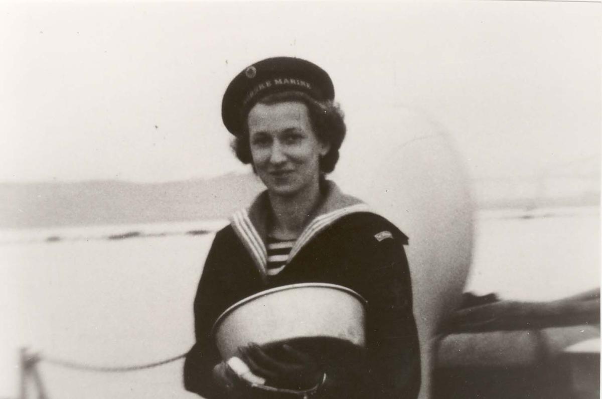 Motiv: Marinens Kvinnekorps 1942-1945 1 MKK om bord i Jageren DRAUG