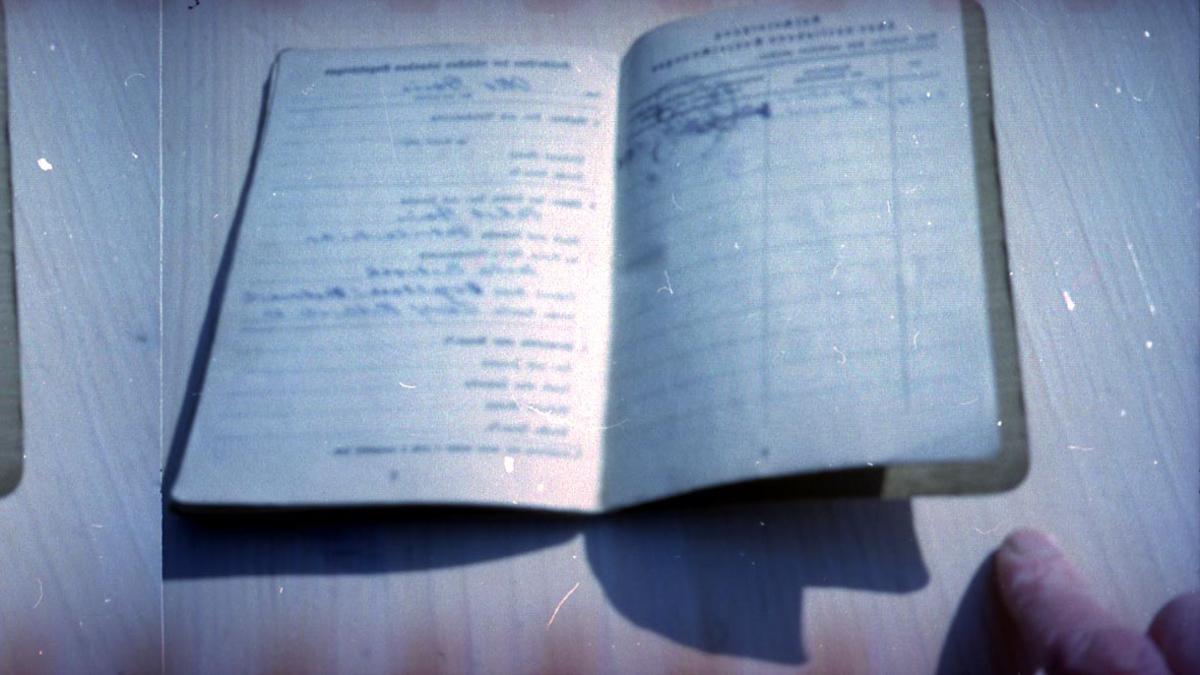 1 bok, håndskrevet.