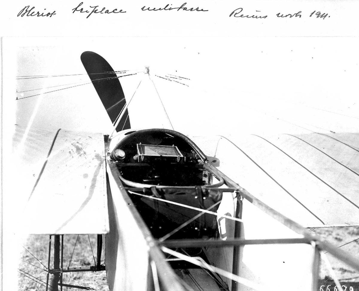 Ett fly på bakken, Bleriot. Fra cockpiten.