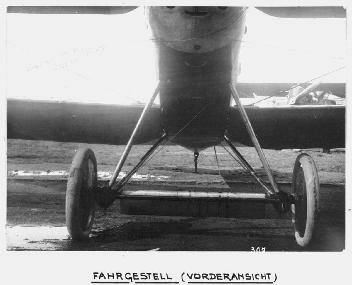 Ett fly på bakken. Hannover C.L.V.TG.