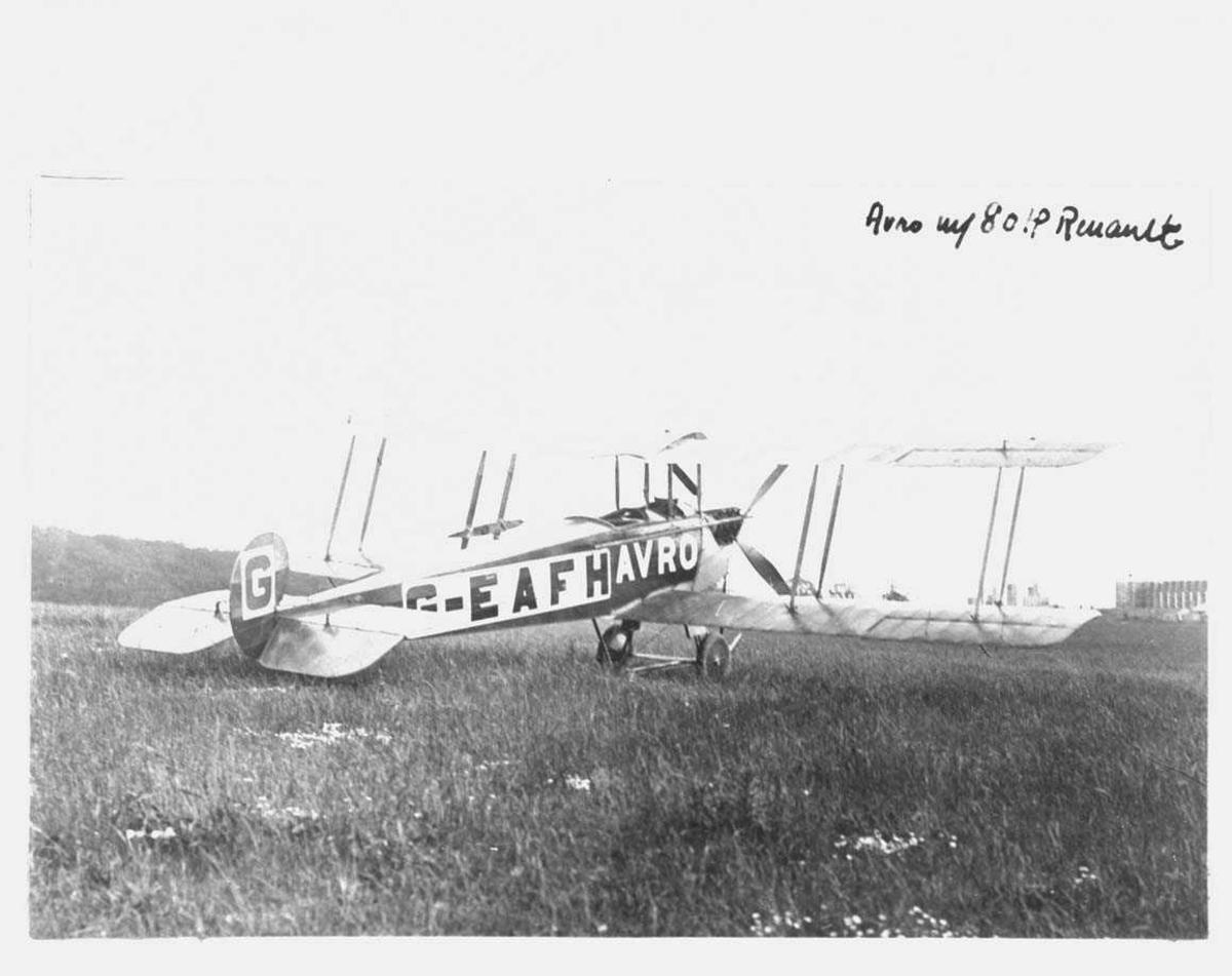 Ett fly på bakken, Avro 504. Merket G-EAFH.