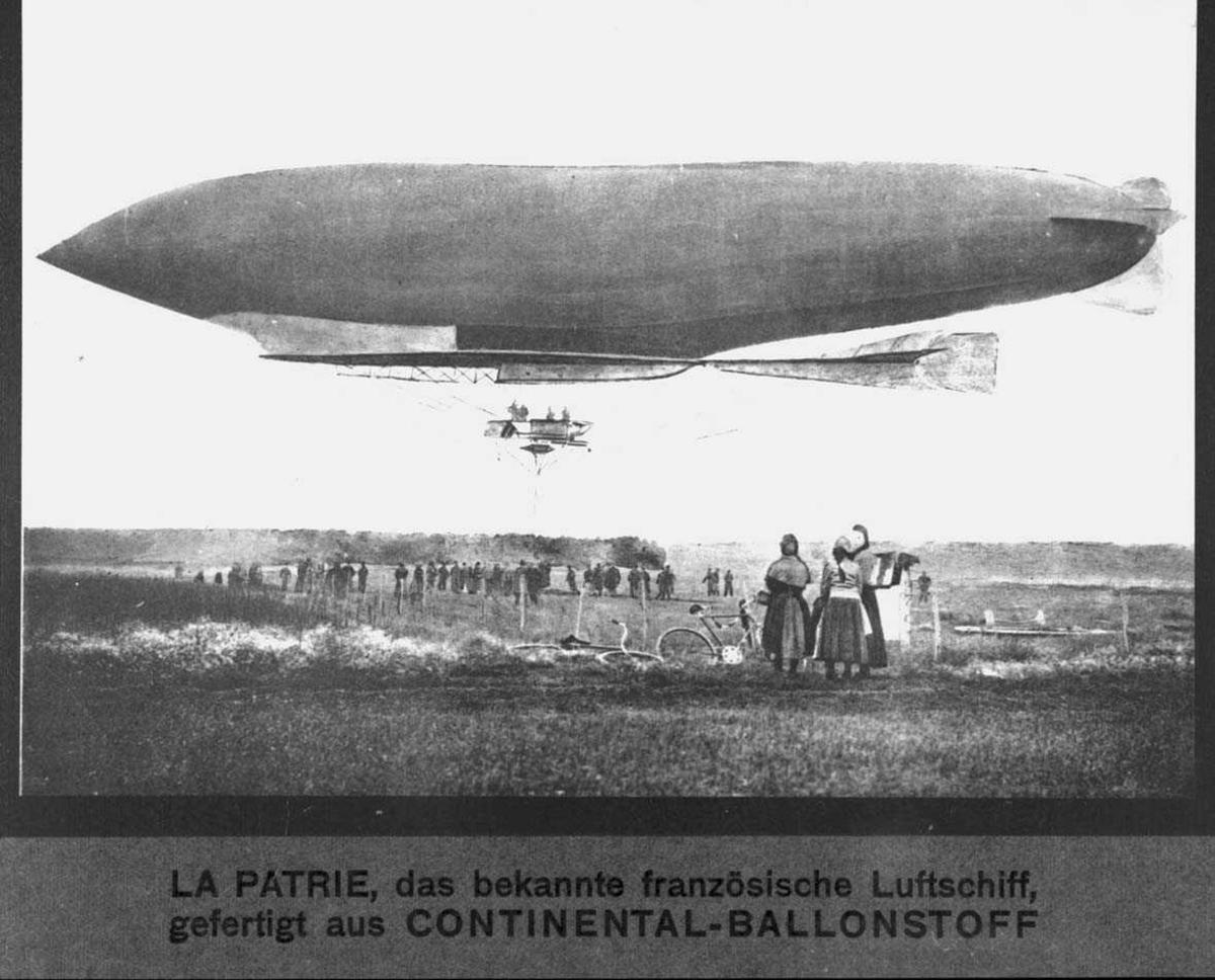 """Luftskip. Lebaudy """"La Patrie"""". Mennesker i forgrunn."""