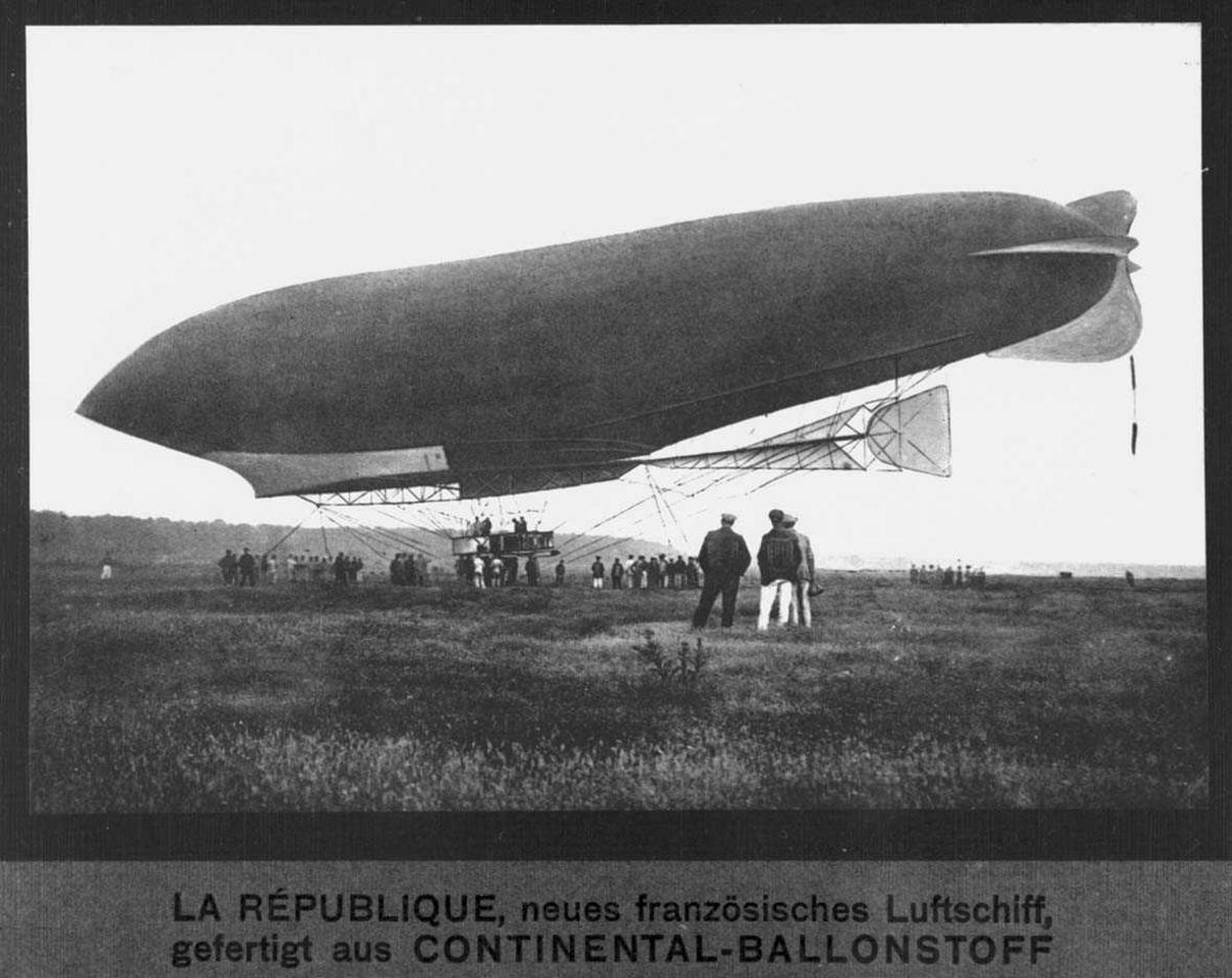 """Luftskip. Lebaudy Type """"Republique"""". Mennesker i forgrunn/bakgrunn"""