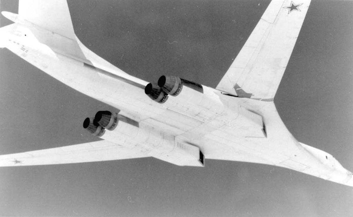 Luftfoto. Et fly i luften. Tupolev Tu-160 Blackjack.