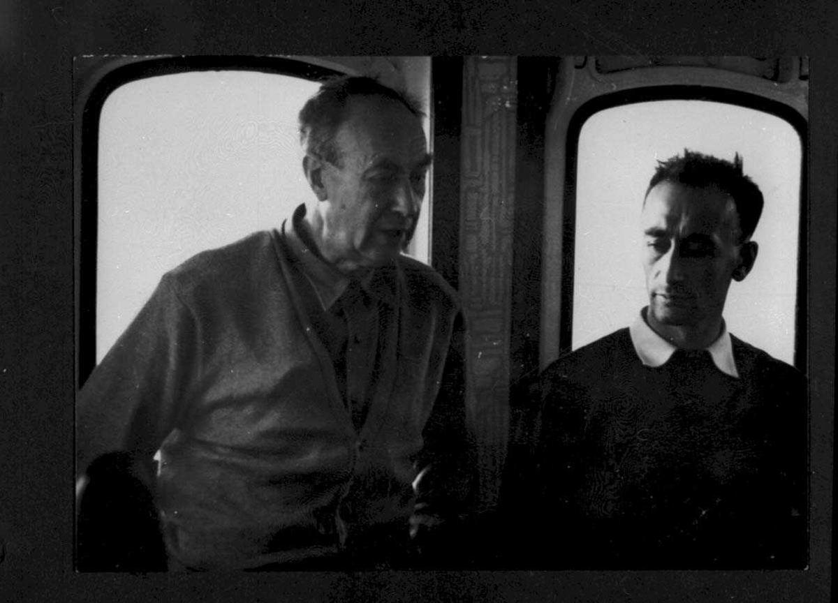 """Ombord i """"Polarbjørn"""". To personer, menn, i styrehuset."""
