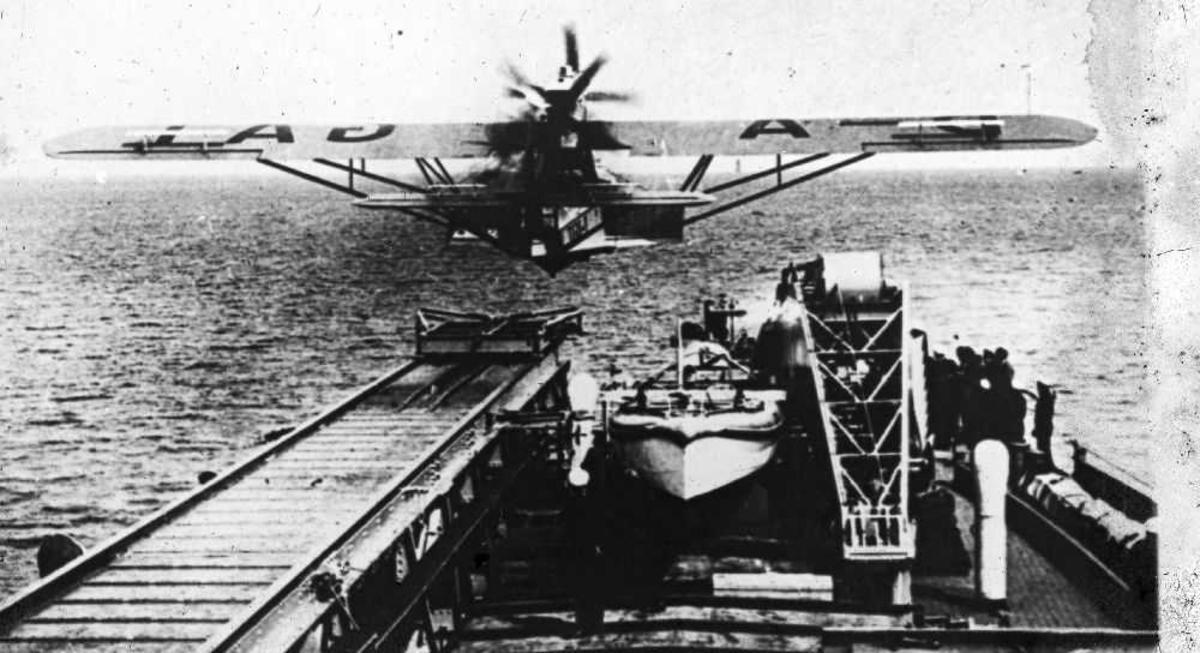 Dornier flybåt i katapultstart