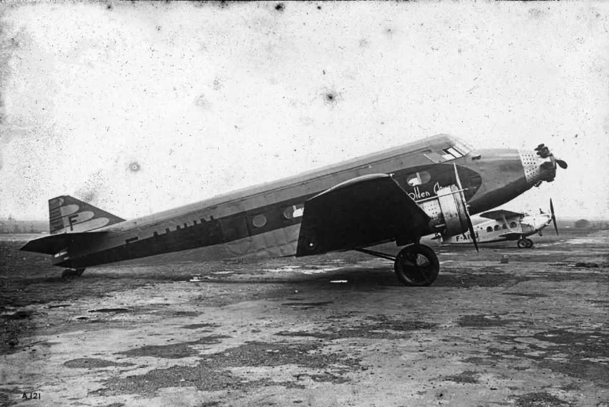 Ett fly på bakken. Wibault 280.T12, F-AMHN