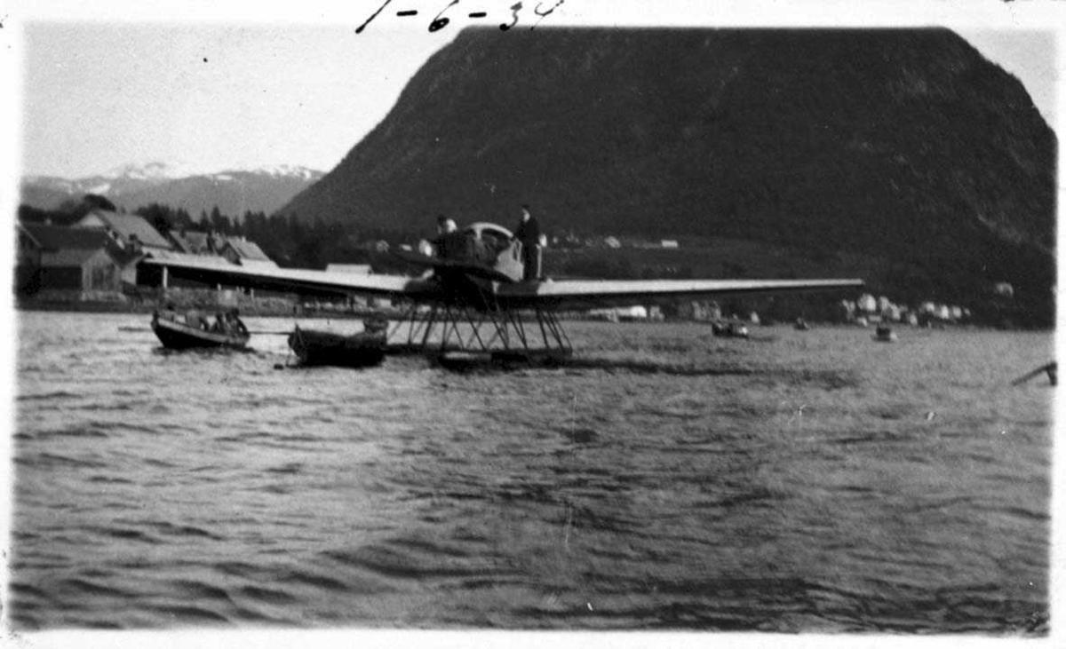 Ett fly på havet. Junkers F.13W. I 1932 omregistrert til LN-ABH og solgt til Nord-Norges Aero.