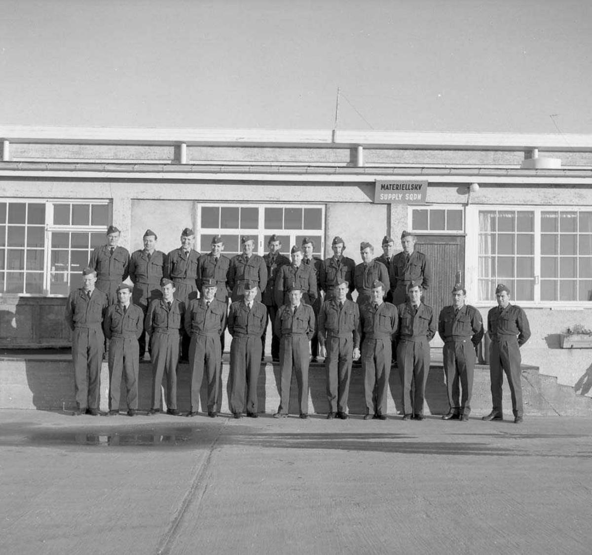 Gruppefoto av repetisjonsmannskaper.