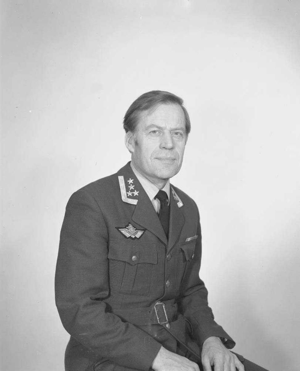 Portrettfoto av Oberst Ingar T. Narhus, Sjef Bodø flystasjon.