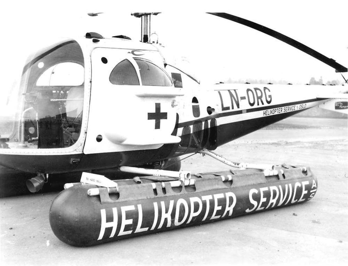 Ett helikopter på bakken, Bell 47 J Ranger LN-ORG ambulansehelikopter fra Helikoper Service.