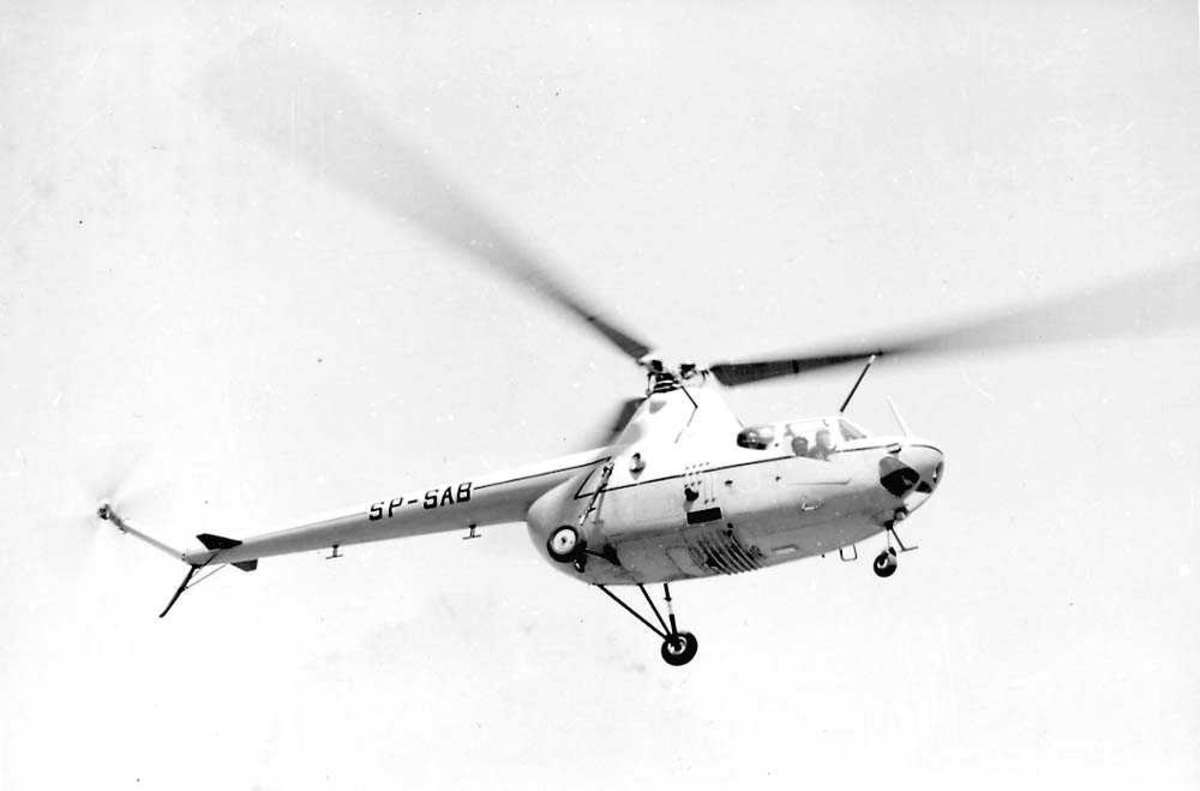 Ett helikopter i luften, MIL MI-1 Hare Helik SP-SAB.