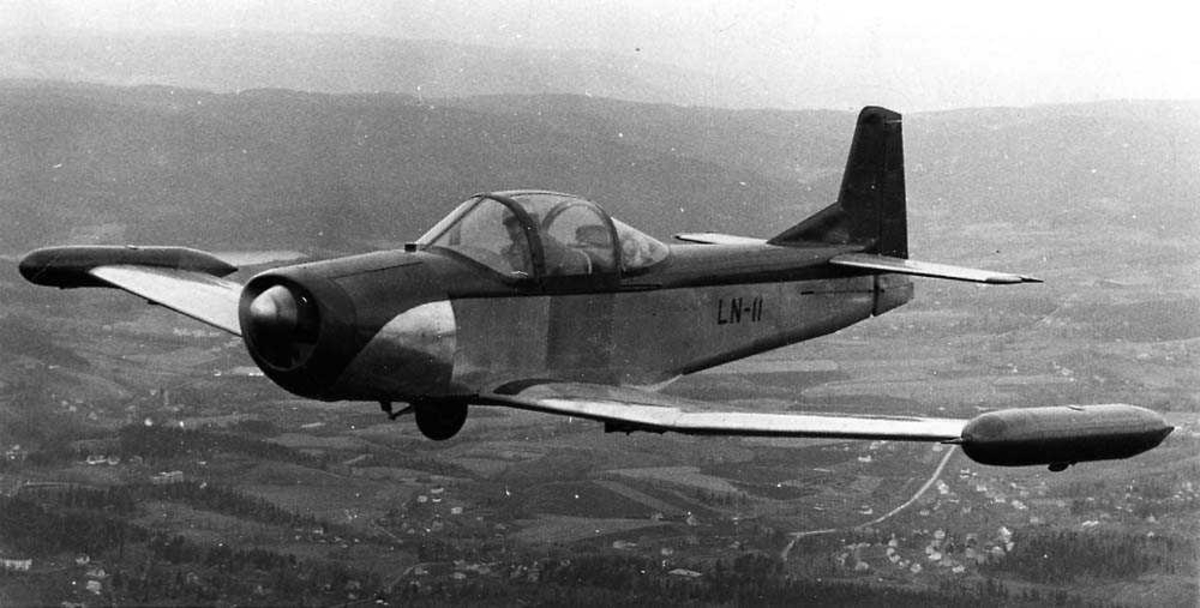 Luftfoto. Ett fly i luften, C. L. Larsen Spesial I/II.