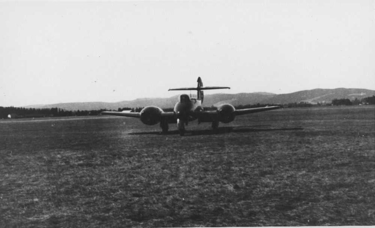 Ett fly på bakken, Gloster Meteor F Mk.IV G-AIDC