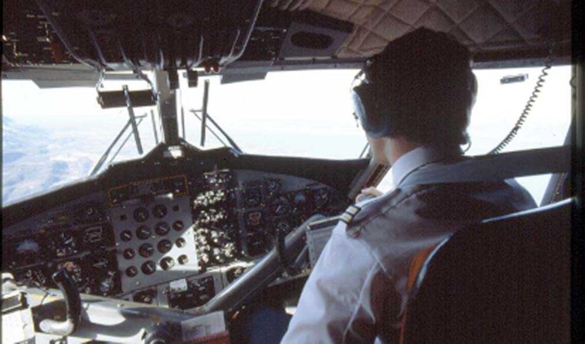 Cockpit. Flystyrmann (flyger/pilot). DHC-6-300 Twin Otter fra Widerøe.
