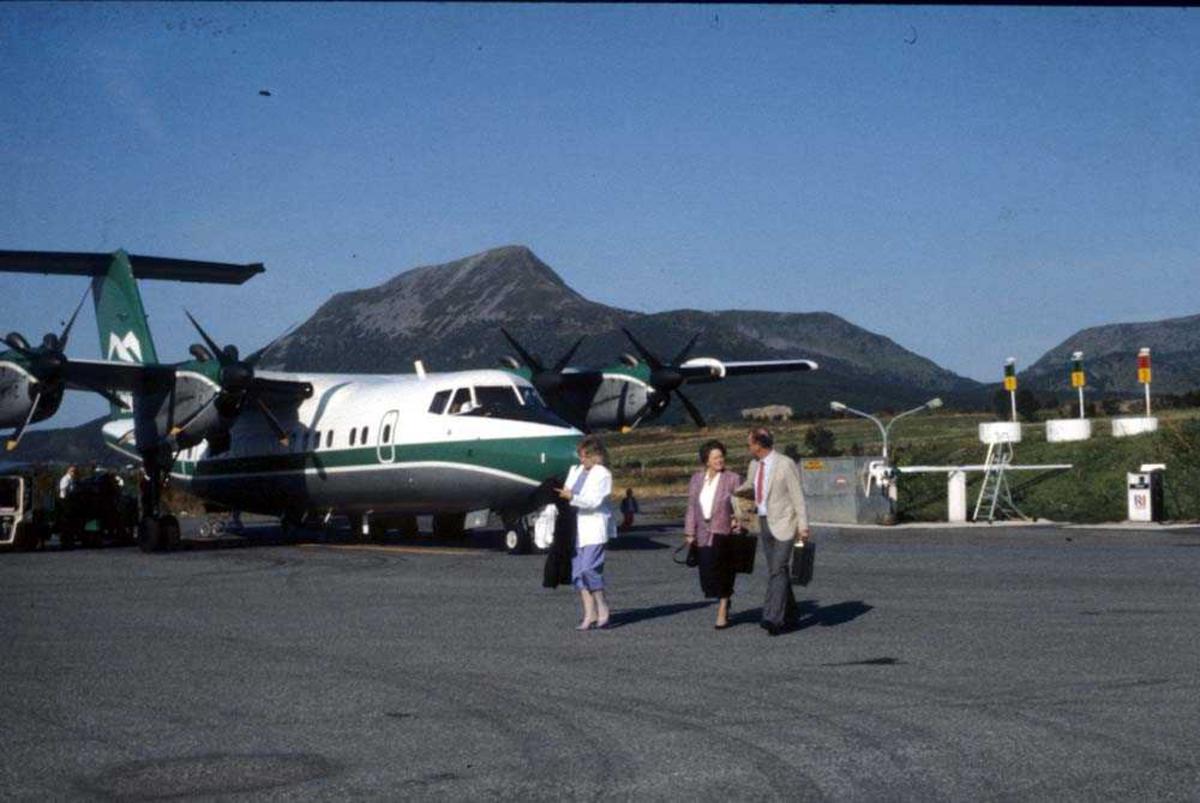 Lufthavn/Flyplass. Stokmarknes/Skagen. Passasjerer. Ett fly, LN-WFI, De Havilland Canada DHC-7-102 Dash7 fra Widerøe.
