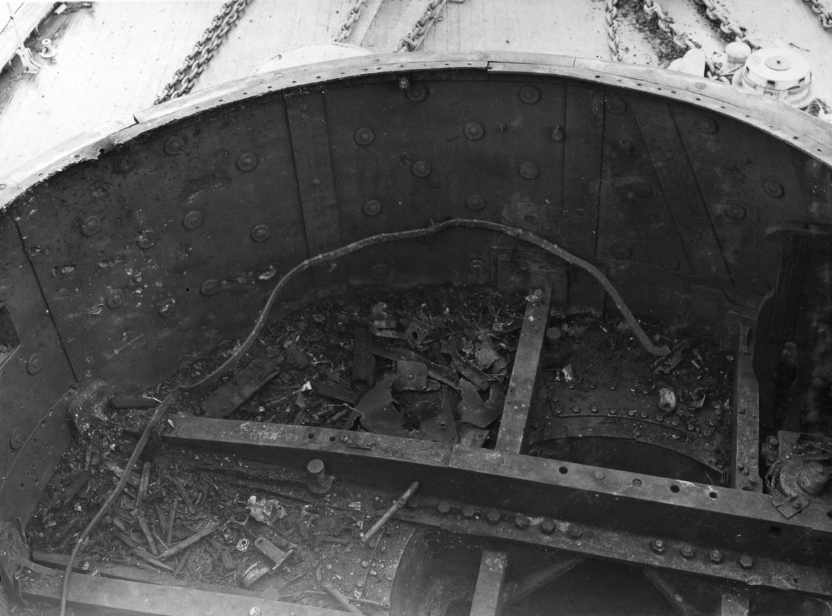 Fartyg: THULE                          Bredd över allt 14,8 meter Längd över allt 82,0 meter  Rederi: Kungliga Flottan, Marinen Byggår: 1893 Varv: Finnboda Varf Övrigt: Pansarbåten Thule 21 cm från bryggan.
