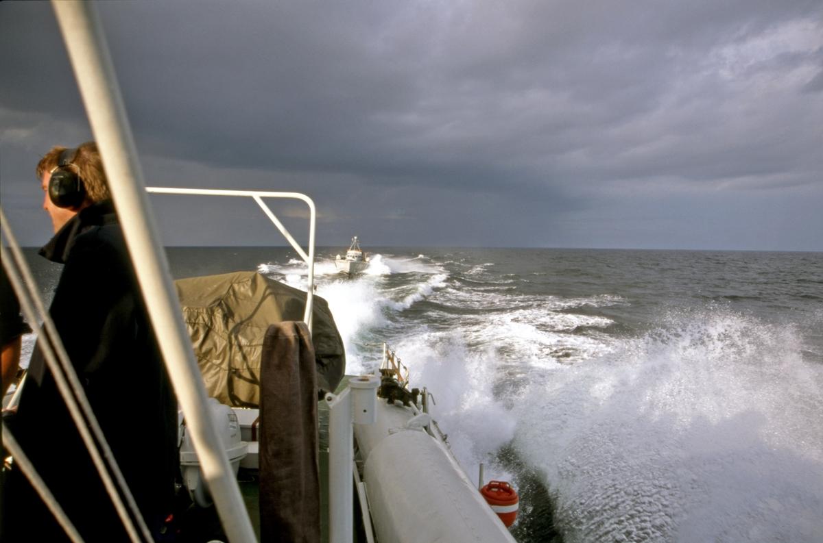 Fartyg: T26                           Bredd över allt 5,0 meterLängd över allt 20,0 meterRederi: Kungliga Flottan, MarinenByggår: 1942Varv: Kockums i KarlskronaÖvrigt: Motortorpedbåt T26 vid sidan om en annan motortorpedbåt.