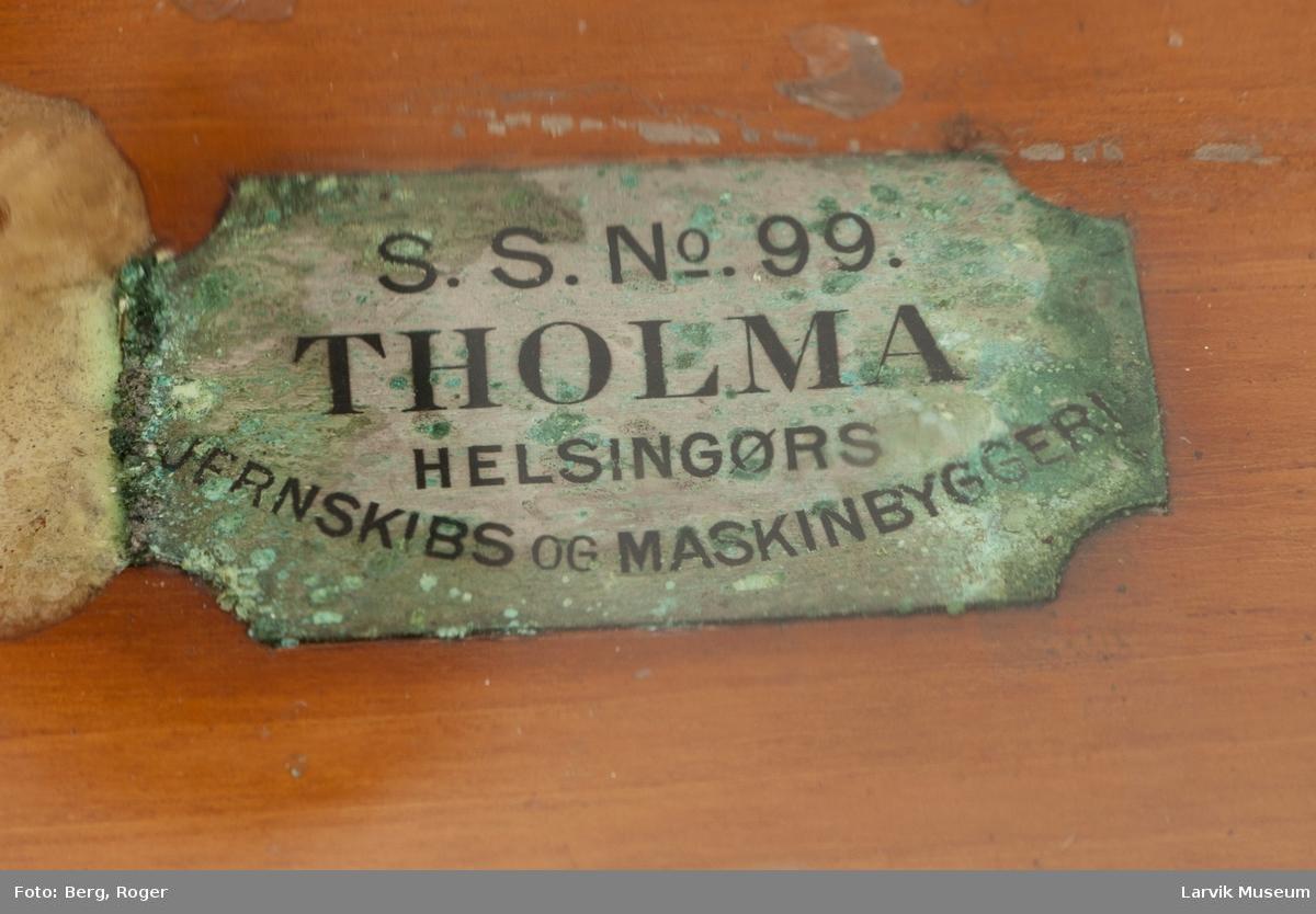 """Modell av dampskipet """"Tholma"""" i glasskasse"""