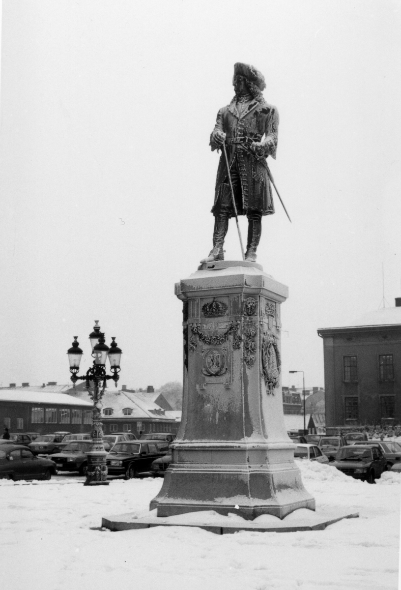 Övrigt: Karl den XI på stortorget i Karlskrona vid vintertid