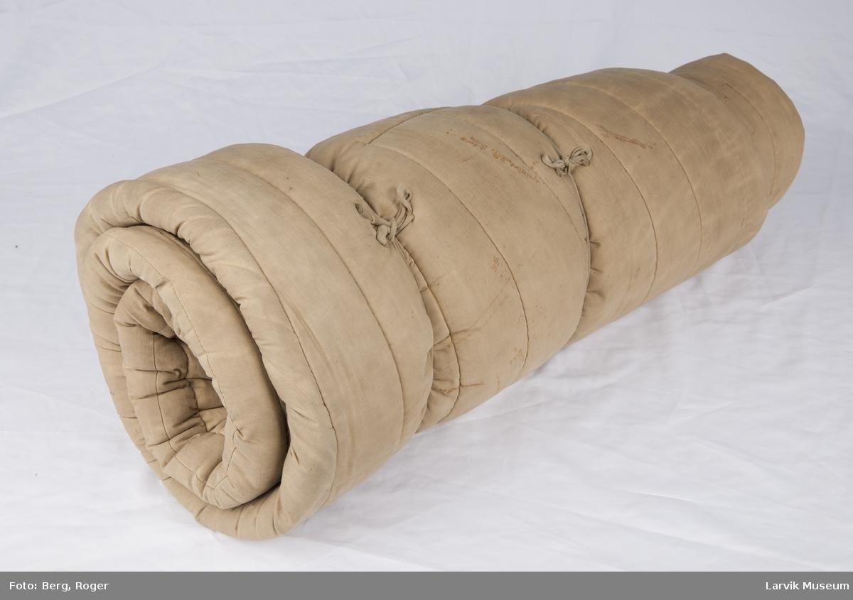 Sovepose m. 3 knapper foran.