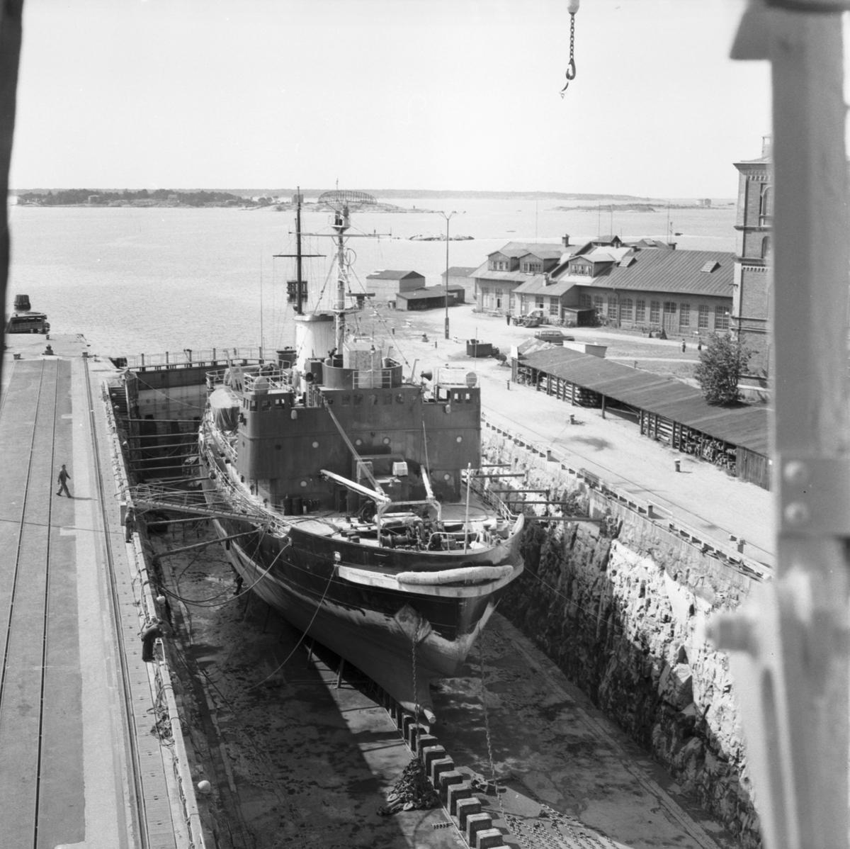 Fartyg: THULE                           Rederi: Svenska staten Byggår: 1953 Varv: Örlogsvarvet, Karlskrona Övrigt: thule i docka.