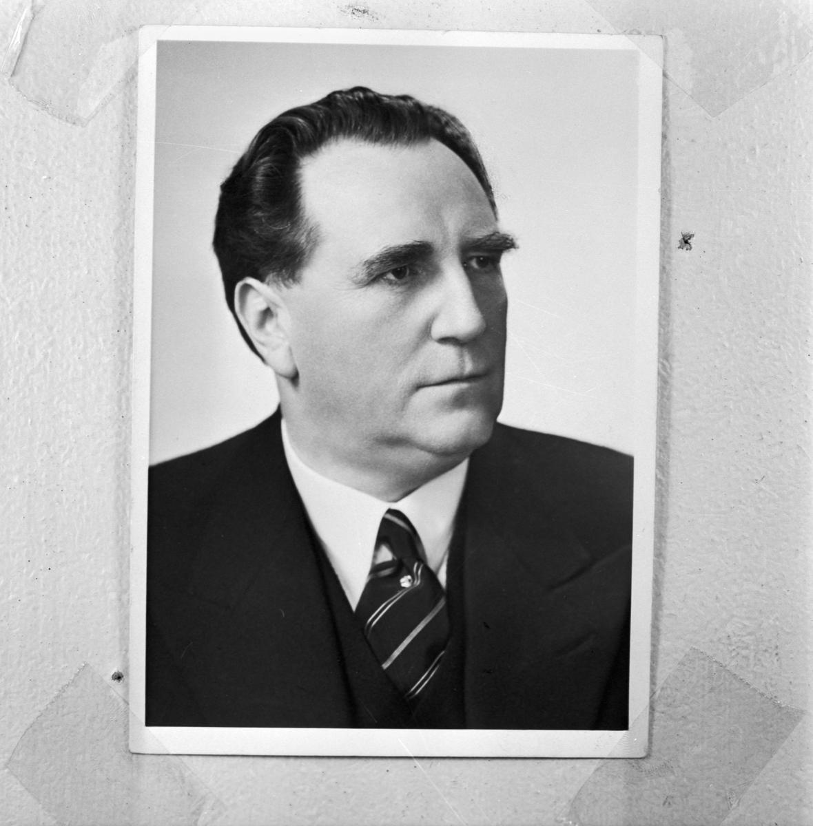 Övrigt: Foto datum: 15/10 1957 Byggnader och kranar O.W Andersson. Närmast identisk bild: V14106, ej skannad