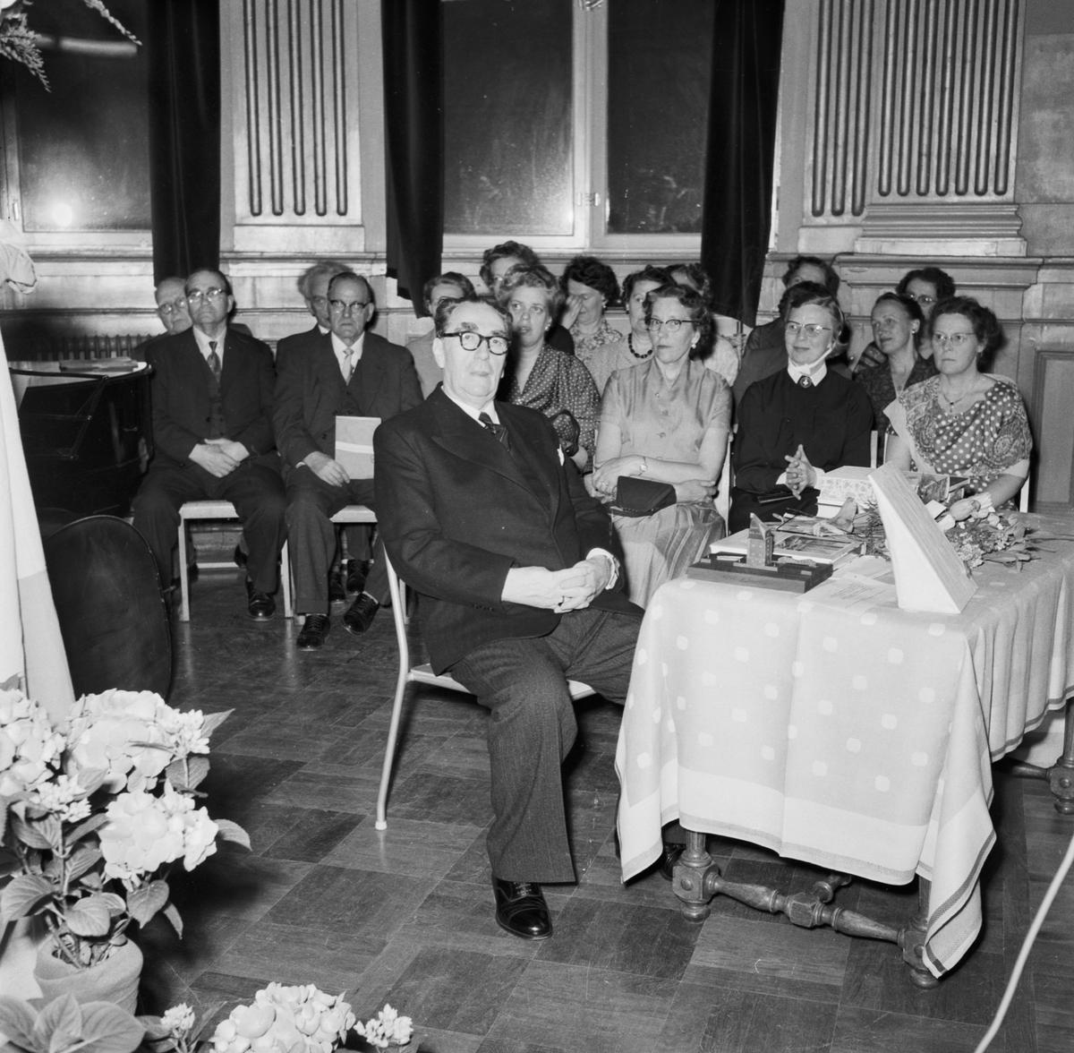 Övrigt: Foto datum: 28/5 1958 Byggnader och kranar Yrkesskolans avslutning