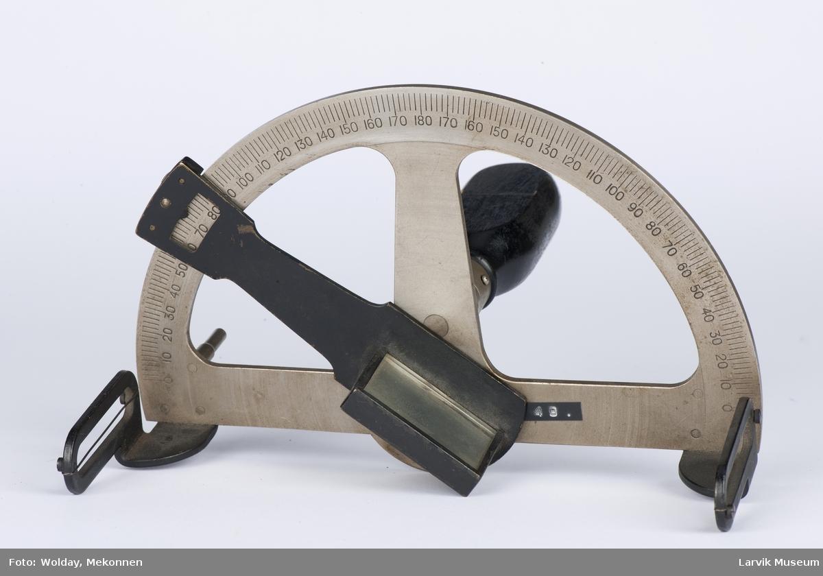 Metallring med inndel. 0 - 180 - 0, beveg. arm