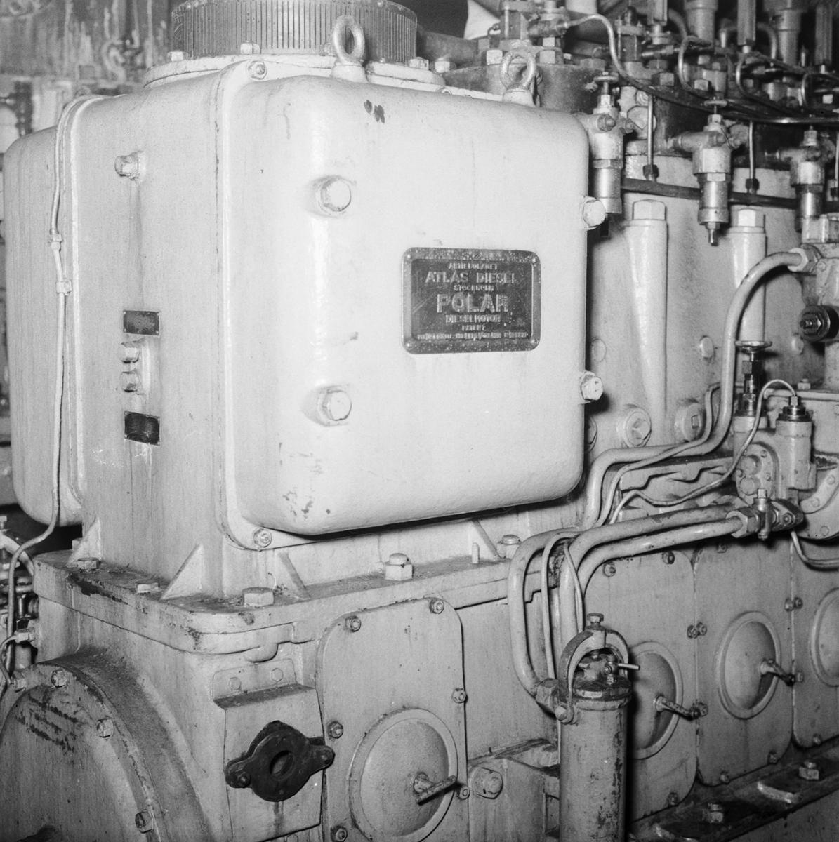 Fartyg: DROTTNING VICTORIA             Bredd över allt 18,63 meter Längd över allt 120,0 meter  Rederi: Karlskronavarvet Byggår: 1921 Varv: Götaverken, Göteborgs MV Övrigt: Dr V. omformare.