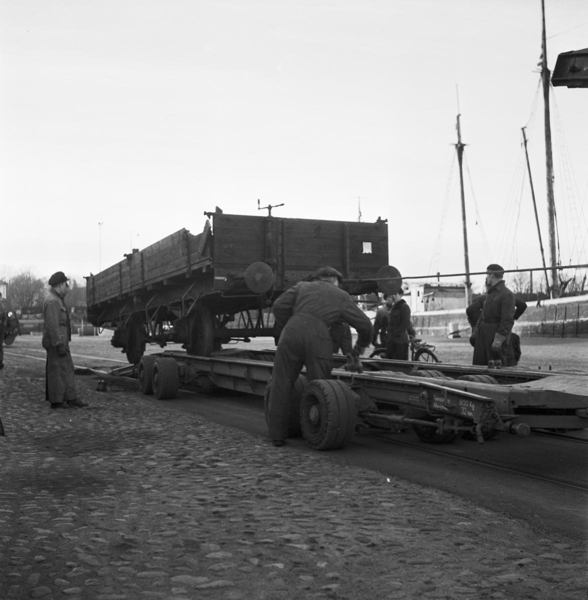 Övrigt: Foto datum: 11/1 1952 Byggnader och kranar Vagnbjörn i arbete (försöksbelastning). Närmast identisk bild: V2356, ej skannad