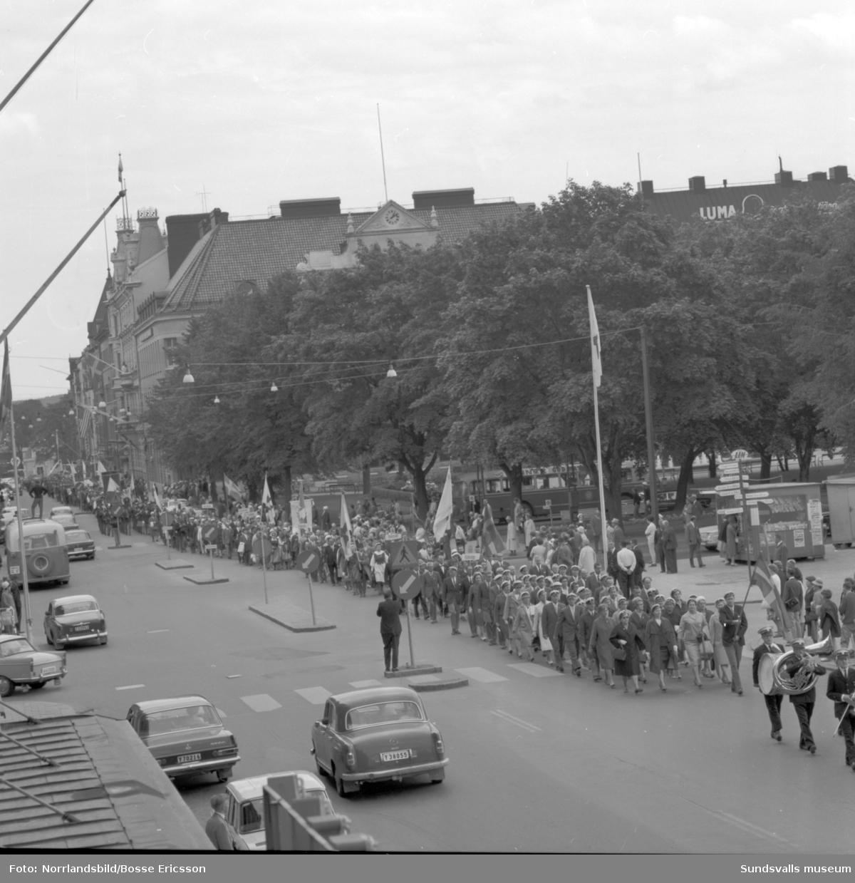 IOGT:s storlogemöte i Sundsvall med tåget genom stan från sporthallen.