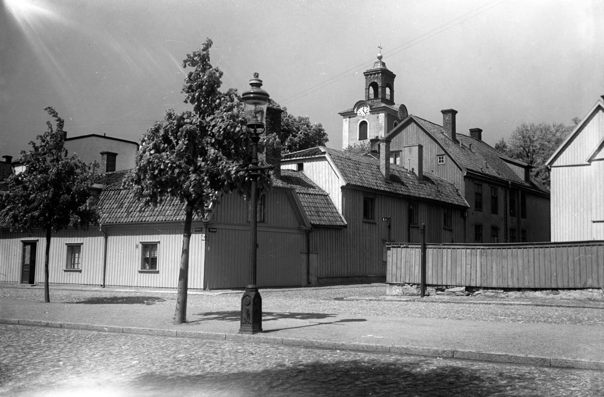 Kanalgatan - Stjärngränden i Jönköping. I bakgrunden Kristine kyrka.