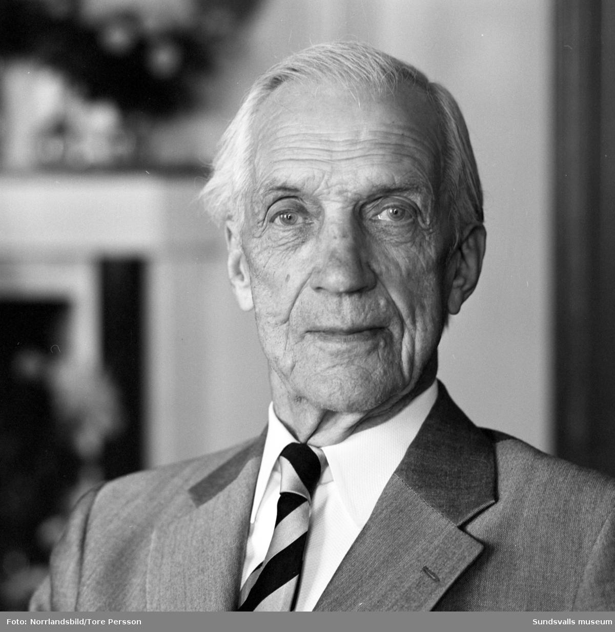 Hedersdoktor Nils August Flodén från Lucksta, 90 år.