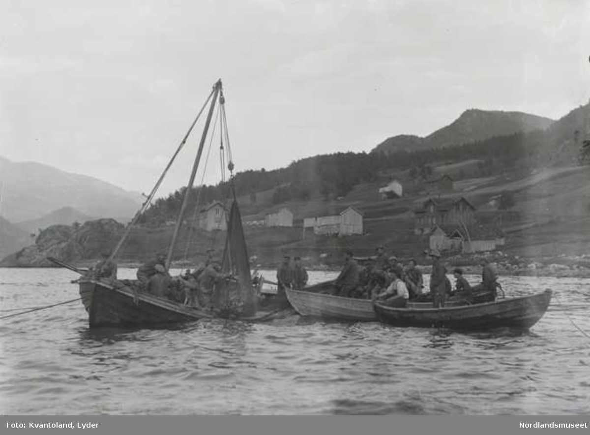 "Kvantolands protokoll: Nottrekking ved Kvantoland  Kommentar: Landnotfiske ved Sommarset, Leirfjorden. ""Dette er samme notlaget som siden fortøyer noten langs siden på LANGE."""
