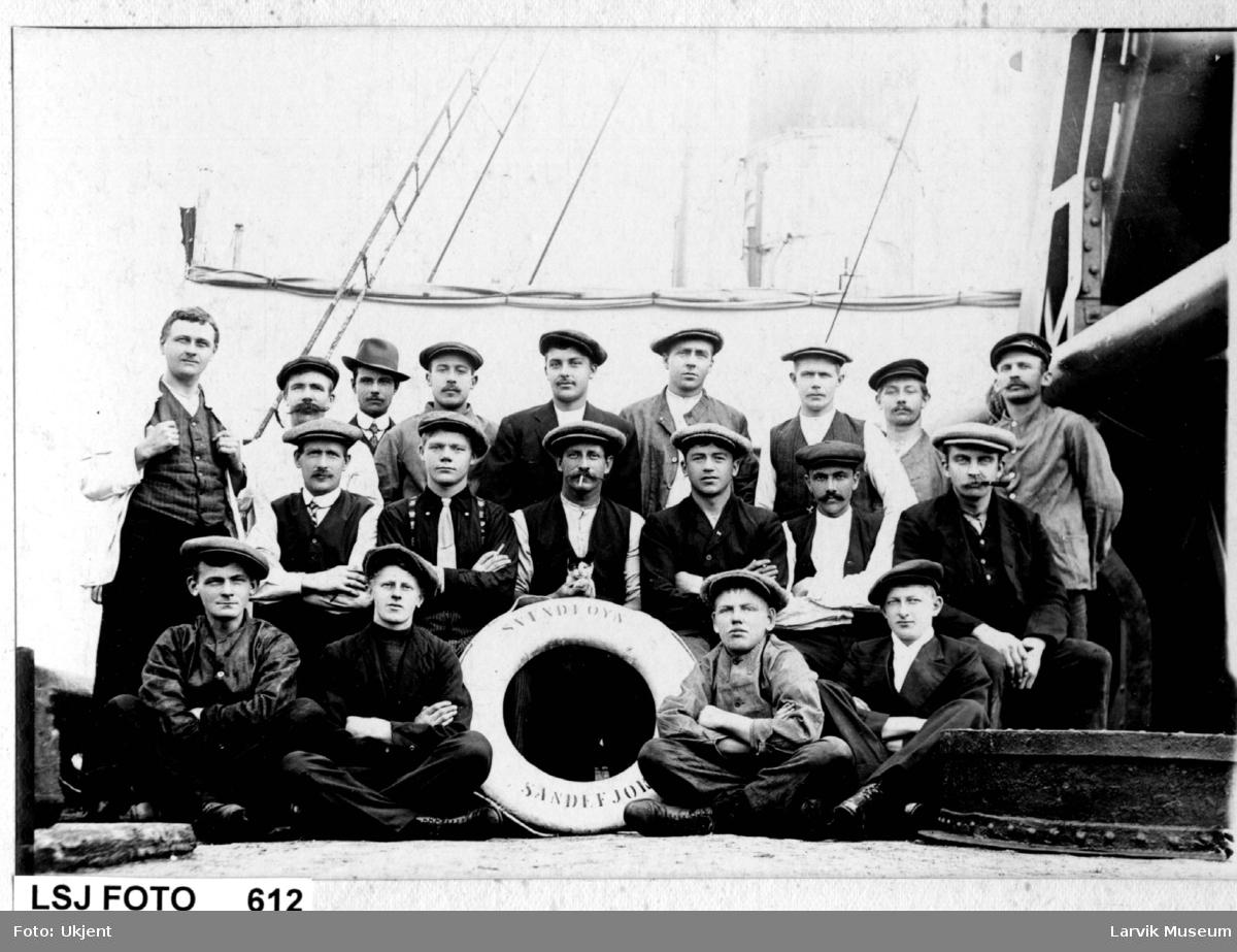 """gruppebilde, båtmannskap, fartøy """"Svend Foyn"""" av Sandefjord"""