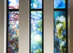 I trange skyggefulle hager... [Glassmaleri]