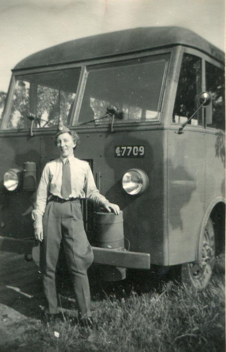 """Körning för KHS  """"Min älskade buss"""" (1)  """"I rad i rad på Hallandsåsen"""" (2)  """"I väntan"""" (3)  """"och väntan"""" (4)  """"och väntan"""" (5)"""